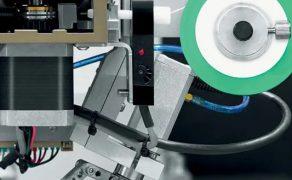Roboty-Reeco-w-produkcji-elektroniki-Fot-1-dlaProdukcji.pl