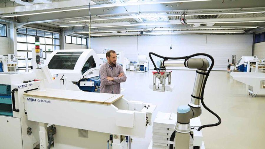 Cobots-Experts-Breakfast-Universal-Robots-o-robotyzacji-w-Polsce-i-CEE-Fot-1-dlaProdukcji.pl