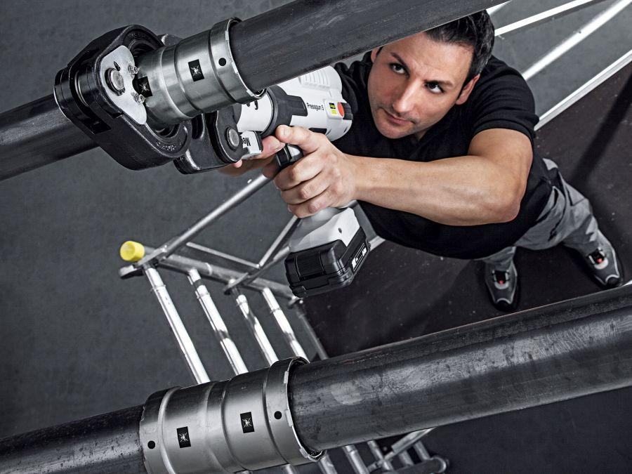 Technika-montazu-a-zdrowie-instalatora-Bezpieczny-system-do-instalacji-ze-stali-grubosciennej-Fot-3-dlaProdukcji.pl