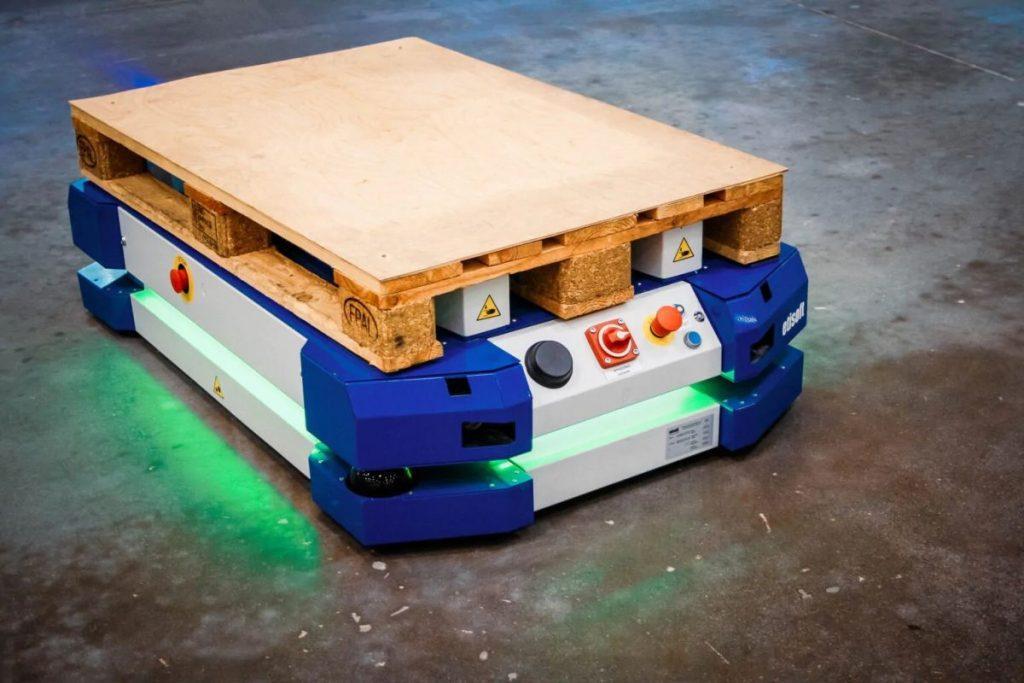 czy-roboty mobilne-ułatwia-transport-w-fabrykach-fot-1-dlaProdukcji.pl